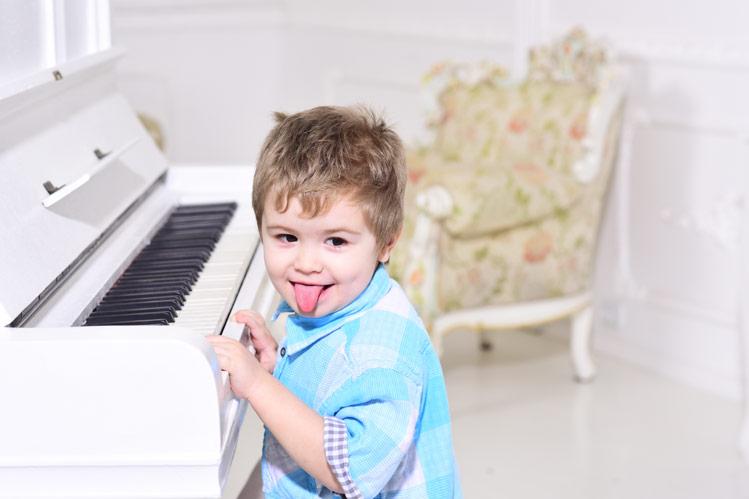 Kako otroku izbrati glasbilo